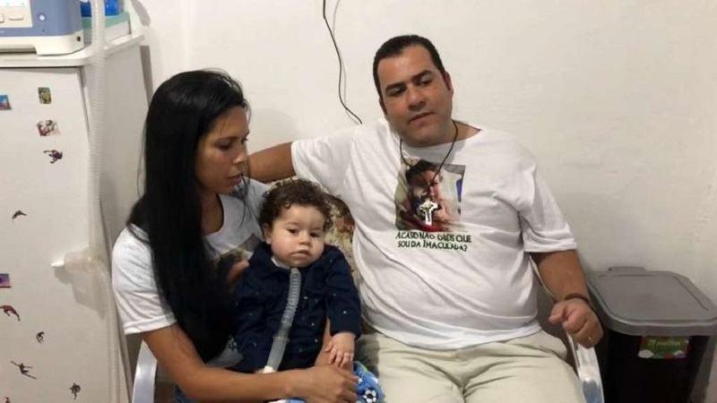Si-a condamnat copilul la moarte! Tatal a fugit cu banii pentru tratamentul baietelului sau