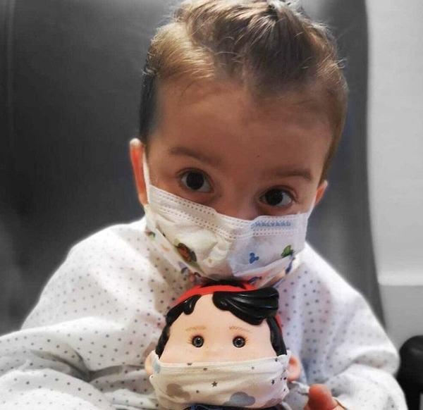 Impresionant! La trei ani a suferit un transplant de sase organe. Nu stia cum este sa te hranesti pe gura