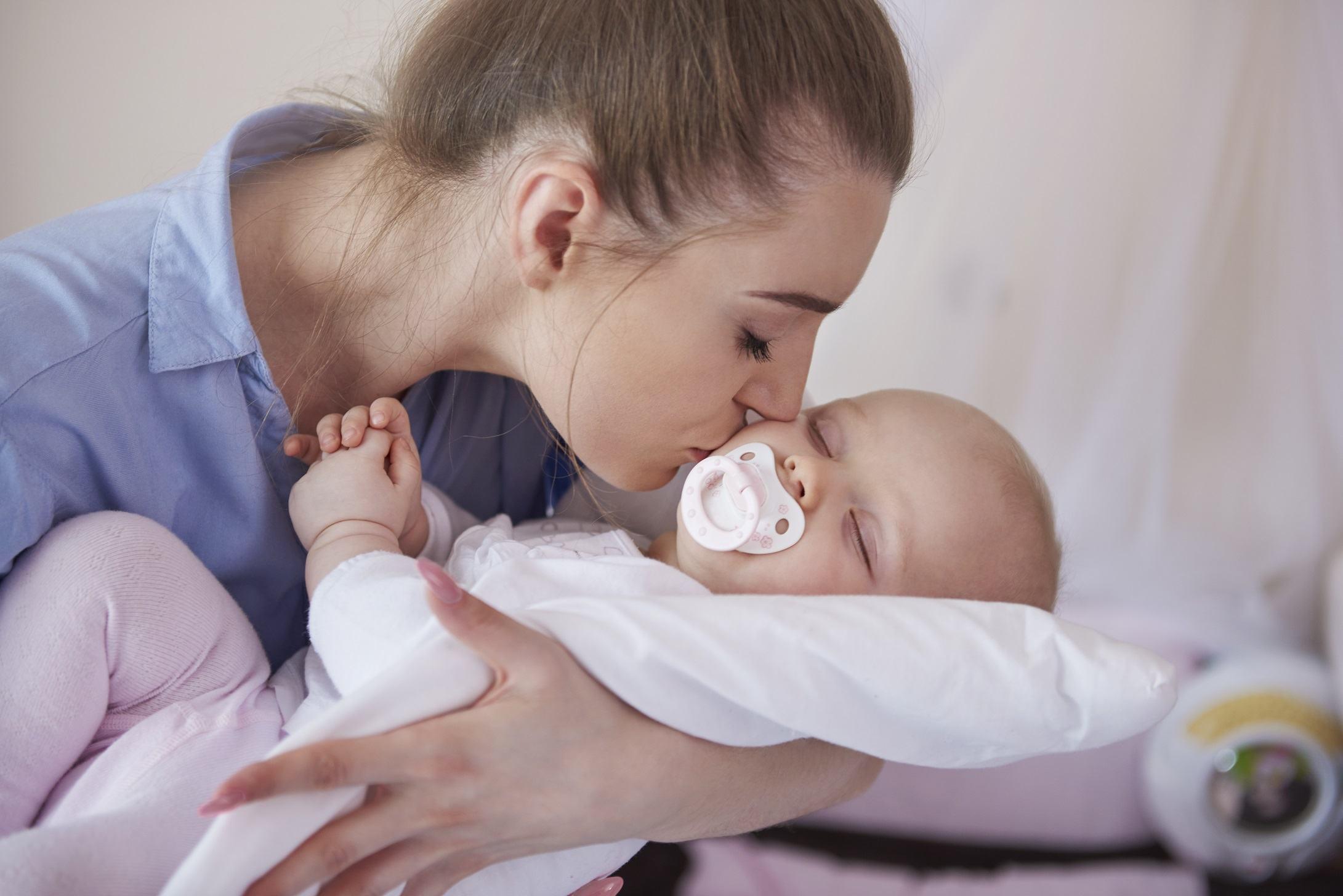 Bebelusii cu probleme severe de somn pot dezvolta anxietate in copilarie