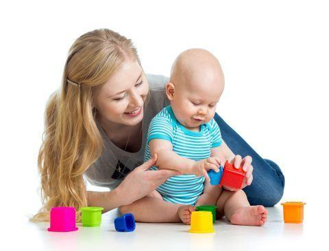 Activitati distractive pentru bebelus cand nu puteti iesi afara
