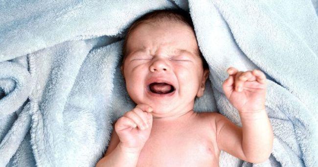 De ce se trezesc bebelusii noaptea brusc si plang puternic