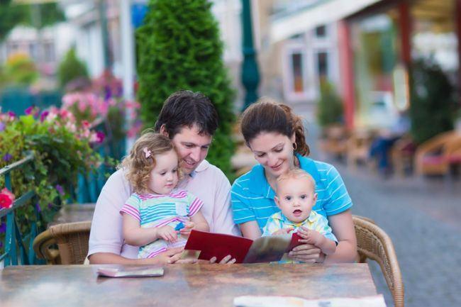 10 sfaturi de care sa tii cont cand mergi cu bebelusul la restaurant