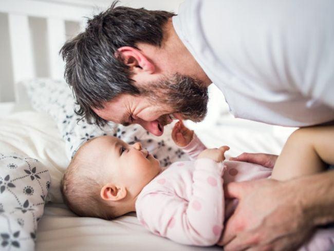 "Ce inseamna cand bebelusii spun prima data ""tata"""