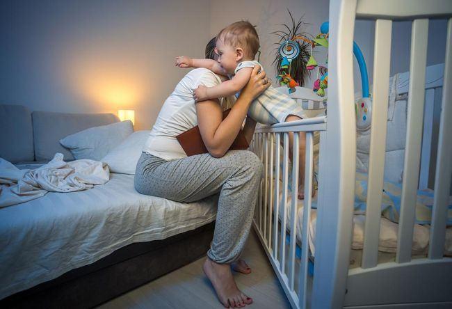 NU ma trezesc noaptea sa am grija de copil. Eu LUCREZ, tu NU