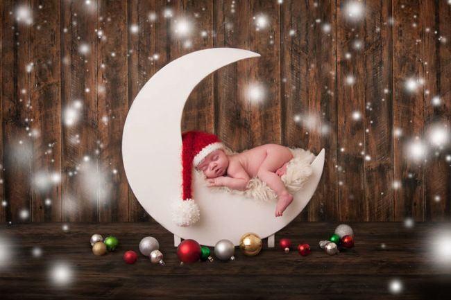 Fotografii adorabile cu bebelusi care petrec primul lor Craciun
