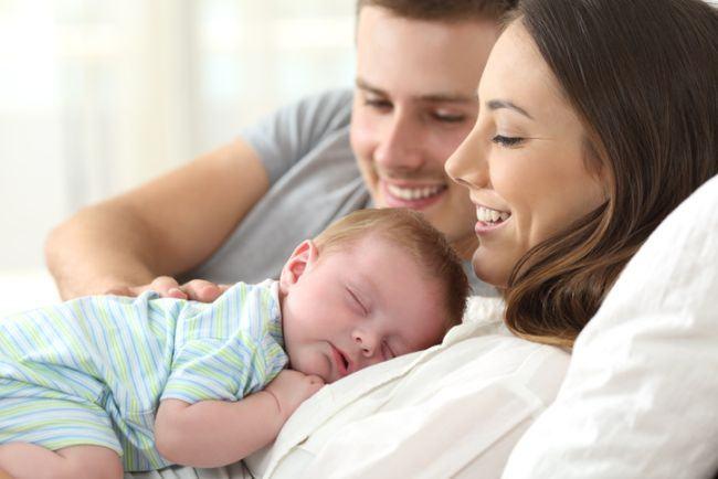 Prima saptamana acasa cu bebelusul – ghid de supravietuire pentru proaspetii parinti