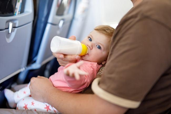bebelus-avion
