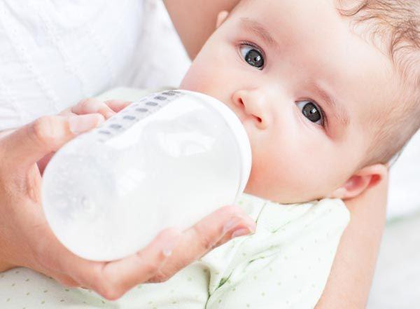 Laptele formula pentru bebelusi, tot ce trebuie sa stii
