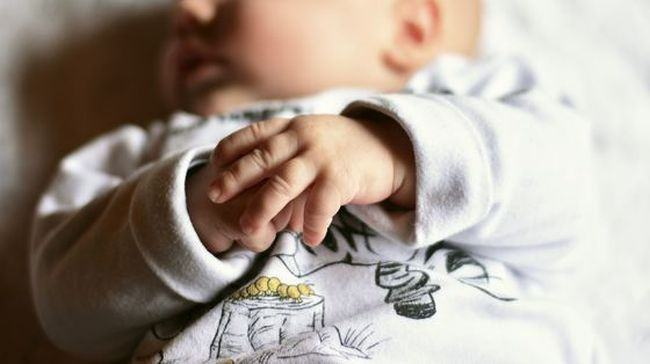 Bebelus de 3 luni, in stare grava dupa ce a fost hranit de parinti cu gris cu lapte