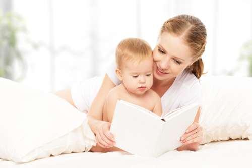 Trucuri utile pentru a invata bebelusul sa adore cititul