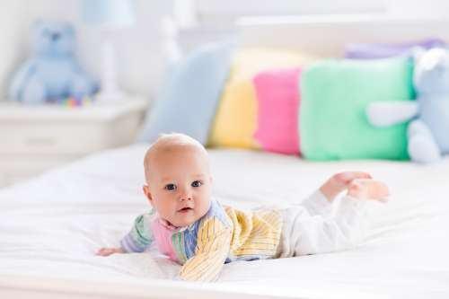 Activitati de bebelusi: statul pe burtica si joaca!