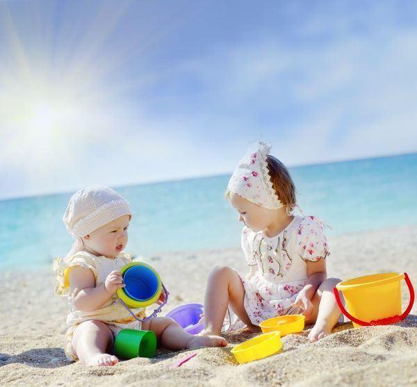 Reguli stricte pentru protectia bebelusului la plaja