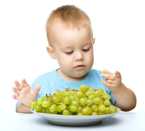 Cand introducem strugurii in alimentatia copilului