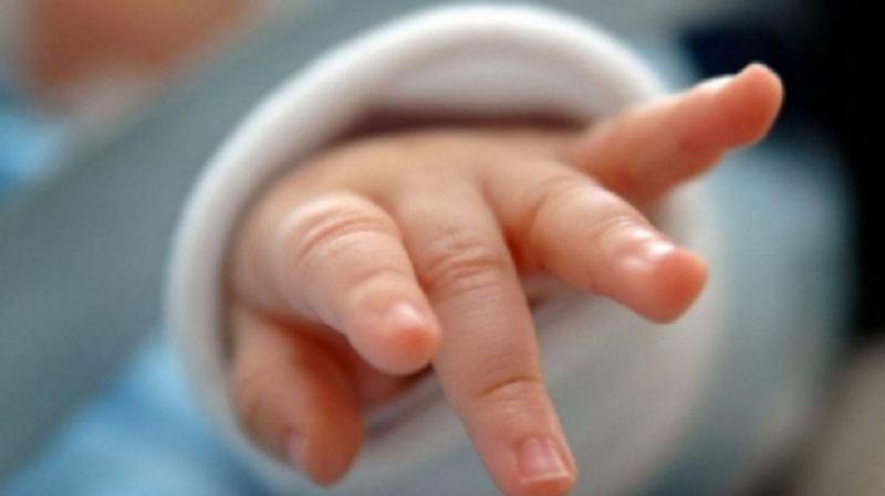 VIDEO. Reactia medicilor dupa ce un bebelus de 4 luni infectat cu COVID-19 a reusit sa respire fara aparate