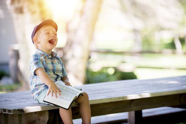 Povestile clasice si activitatile Montessori, preferate de parinti pentru copiii prescolari