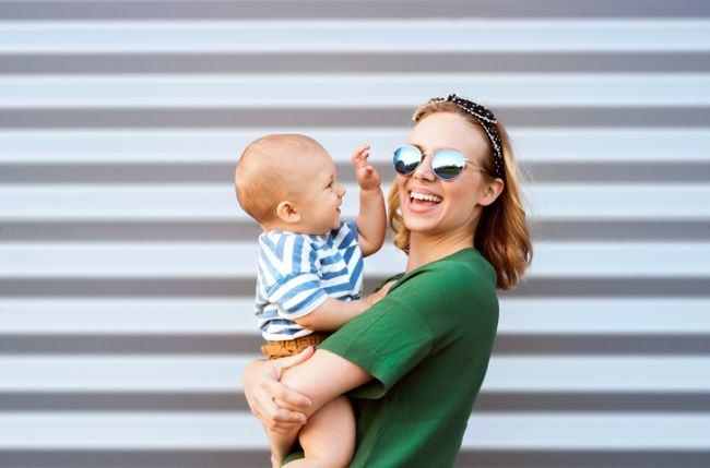 Motivul pentru care bebe vrea numai in brate