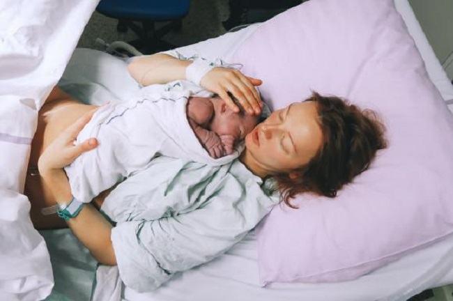 S-a nascut primul copil dintr-un uter transplantat de la o femeie decedata