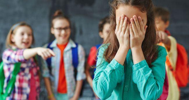 De ce copiii sunt atat de rai unii cu altii si isi bat joc de cei din jur? Cum explica psihologul