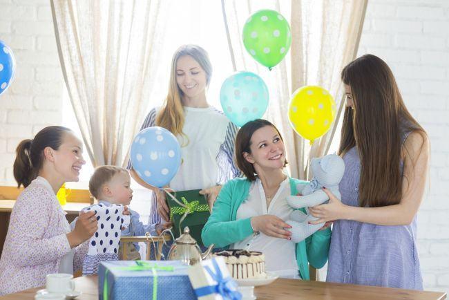 5 cadouri utile pentru mamele care abia au nascut