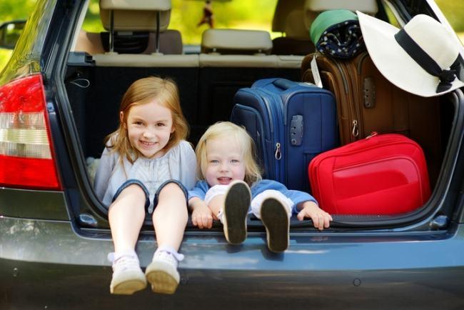 Sfaturi pentru o calatorie linistita cu masina, alaturi de copii