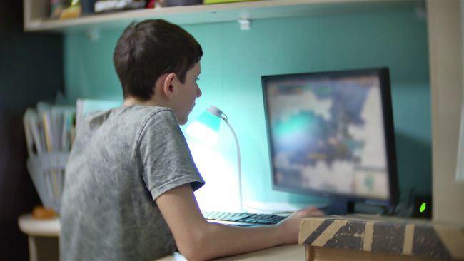 Un copil a ajuns la spital, dupe 6 ore petrecute in fata calculatorului