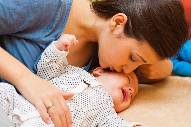 Bubitele de la caldura. Cum ingrijim pielea copilului