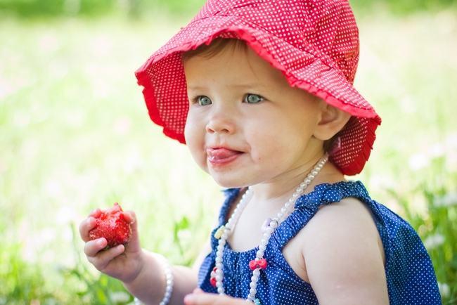 capsuni-alimentatie-copil
