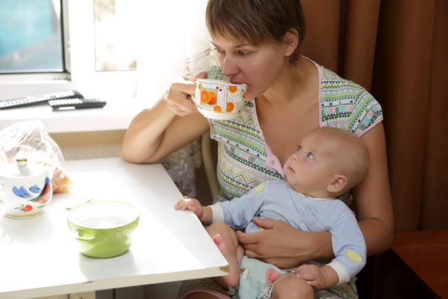 5 ceaiuri pe care e bine sa le bei cand alaptezi