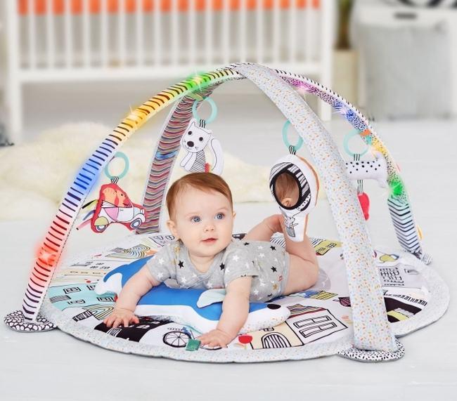 Primii pasi: dezvoltarea bebelusului prin joaca