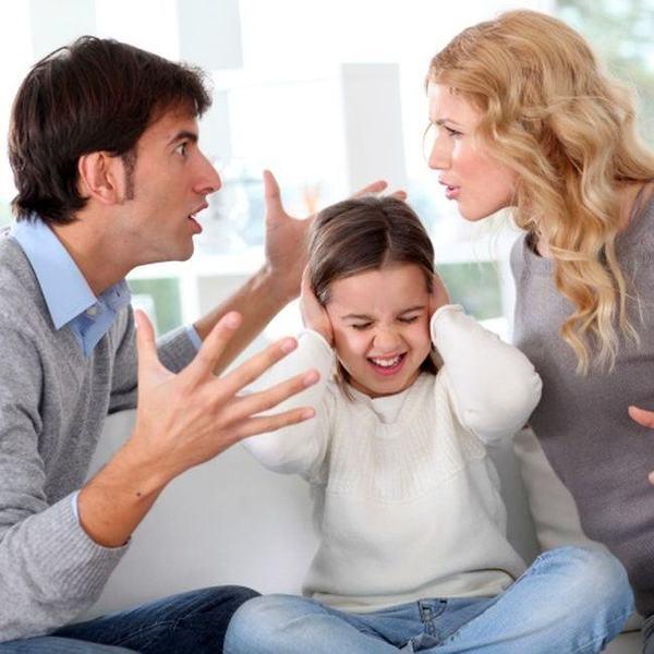 Parintii care stau impreuna de dragul copiilor le fac mai mult rau acestora