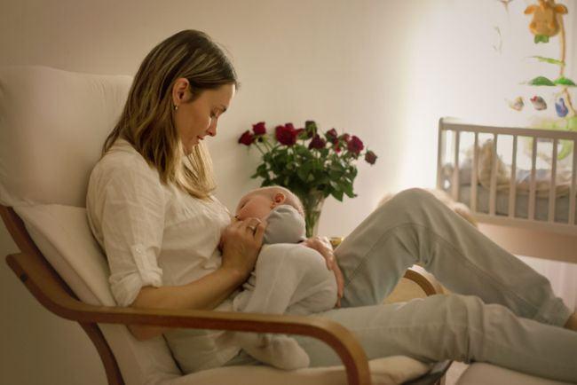 Alaptarea dupa cezariana diminueaza durerile cronice