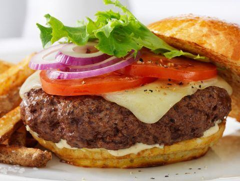 Cheeseburger la gratar