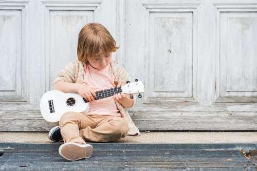 Muzica inseamna disciplina, bucurie in dezvoltarea armonioasa a copilului