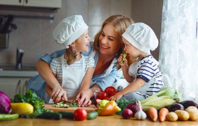 Ce recomanda nutritionistii pentru o cina sanatoasa a copilului tau