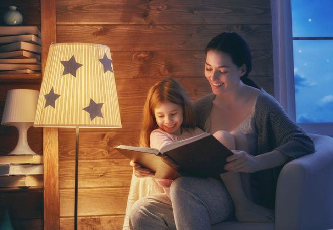Tu ii citesti povesti bebelusului tau? Daca nu, este timpul sa o faci