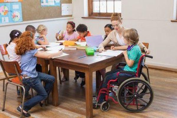 O noua controversa. Ministrul Educatiei vrea clase separate pentru elevii cu nevoi speciale.