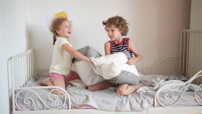 Fratii s-au transformat in rivali? Cum sa previi conflictele si gelozia
