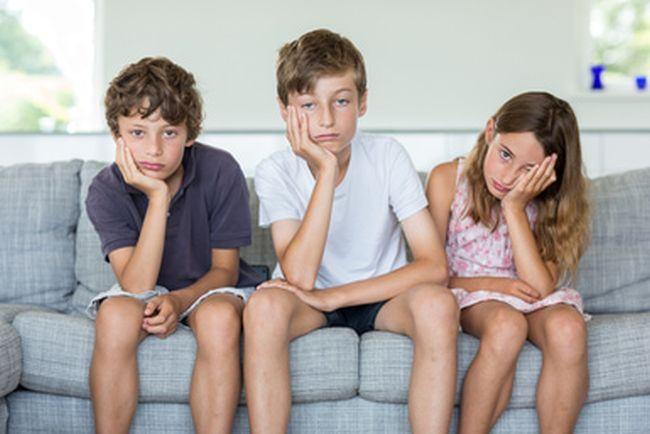 Te intrebi de ce copiii de azi sunt mereu plictisiti si nerabdatori? Noi suntem de vina!