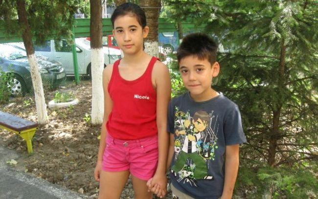 "Doi copii traiesc sub cerul liber cu tatal lor, dupa ce Primaria i-a evacuat din casa: ""N-am avut bani"""