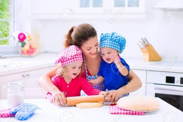 Comportamentul mamelor se schimba la al doilea copil, arata un studiu
