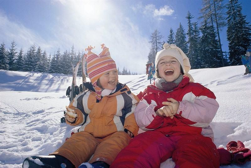 Saniutele pentru bebelusi, cel mai cool accesoriu de iarna