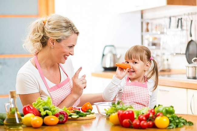 5 motive sa-ti lasi copilul sa gateasca singur