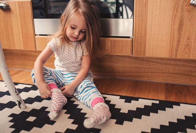 Experiment: si-a lasat fetita de 2 ani sa-si aleaga singura hainele si viata i s-a schimbat