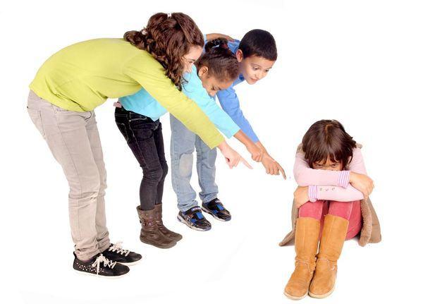 Copil inteligent tachinat de ceilalti copii. Cum reactionezi?