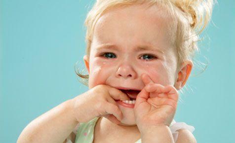 Cum procedam cand copilul are o criza de plans?