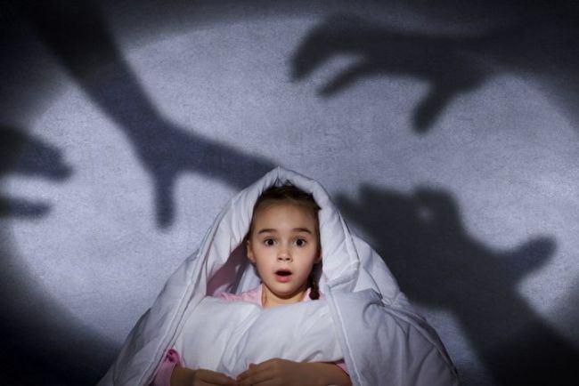 Nu spune NICIODATA aceste 3 LUCRURI unui copil fricos