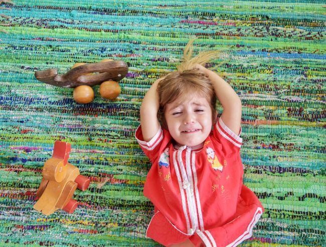 Copilul tau face crize de isterie in public? Cum reactionezi