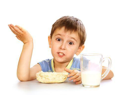 4 alternative pentru lapte pentru copiii cu intoleranta la lactoza