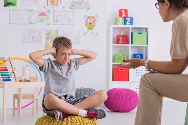 Cand copilul il ia pe NU in brate, grea incercare pentru parinti. Ce putem face?