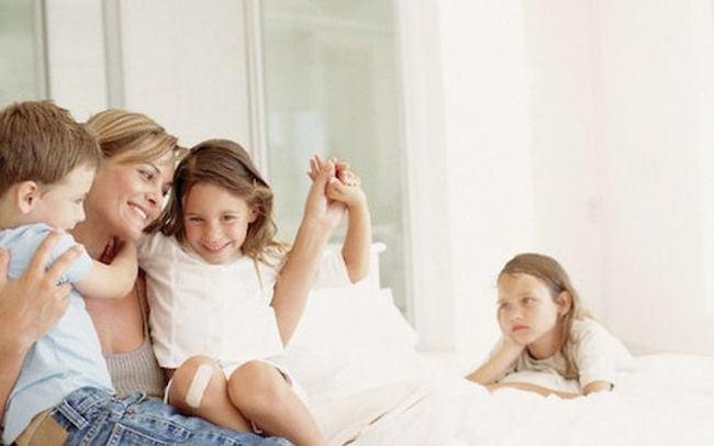De ce au parintii un copil preferat si cum ii afecteaza pe ceilalti frati aceste diferente